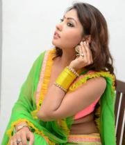 komal-jha-hot-navel-show-photos-21
