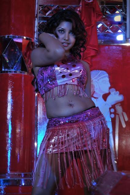 komal-jha-hot-navel-show-stills-6