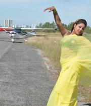 komal-jha-latest-saree-photos-1