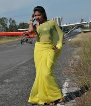 komal-jha-latest-saree-photos-10