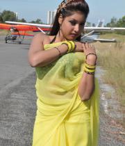 komal-jha-latest-saree-photos-11
