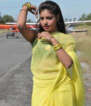 komal-jha-latest-saree-photos-14