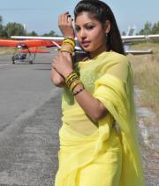 komal-jha-latest-saree-photos-15