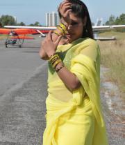 komal-jha-latest-saree-photos-16