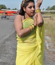 komal-jha-latest-saree-photos-17