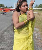komal-jha-latest-saree-photos-18