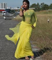 komal-jha-latest-saree-photos-19