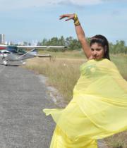 komal-jha-latest-saree-photos-2