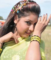 komal-jha-latest-saree-photos-20