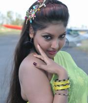 komal-jha-latest-saree-photos-21