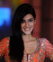 kriti-sanon-hot-pictures-13