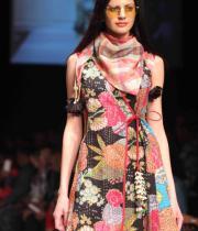 celebs-at-lakme-fashion-show-week-photos-day-1-08