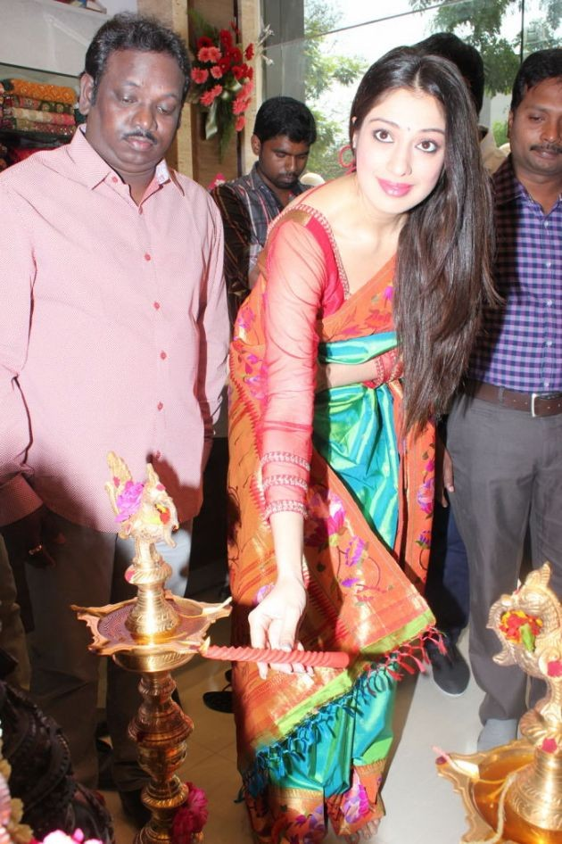actress-lakshmi-rai-launches-shree-niketan-showroom_10