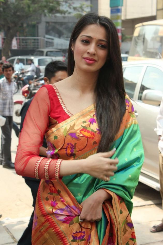 actress-lakshmi-rai-launches-shree-niketan-showroom_5