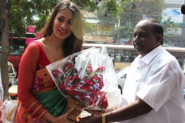 actress-lakshmi-rai-launches-shree-niketan-showroom_8