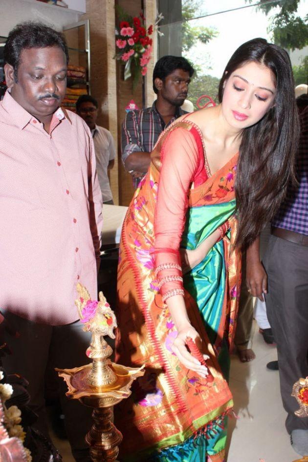actress-lakshmi-rai-launches-shree-niketan-showroom_9