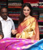actress-lakshmi-rai-launches-shree-niketan-showroom_3