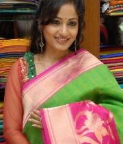 madhavi-latha-cute-stills-in-saree-1