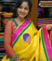 madhavi-latha-cute-stills-in-saree-4