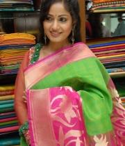 madhavi-latha-cute-stills-in-saree-5