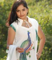 madhavi-latha-hot-images-in-tholipata-movie-02