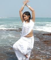madhavi-latha-hot-images-in-tholipata-movie-03