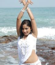 madhavi-latha-hot-images-in-tholipata-movie-05