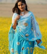 madhavi-latha-hot-images-in-tholipata-movie-06