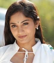 madhavi-latha-hot-images-in-tholipata-movie-07
