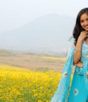 madhavi-latha-hot-images-in-tholipata-movie-08