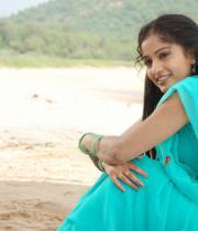 madhavi-latha-hot-images-in-tholipata-movie-09