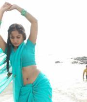 madhavi-latha-hot-images-in-tholipata-movie-10