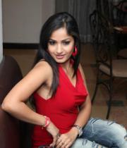 madhavi-latha-photo-stills-11