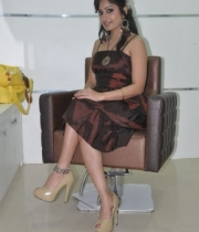 madhavi-latha-at-naturals-35th-salon-launch-photostills-gallery-12_s_134