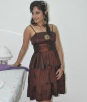 madhavi-latha-at-naturals-35th-salon-launch-photostills-gallery-17_s_148