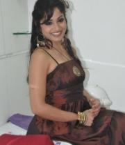 madhavi-latha-at-naturals-35th-salon-launch-photostills-gallery-26_s_150