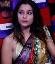 madhurima-saree-stills-at-tsr-film-awards-1