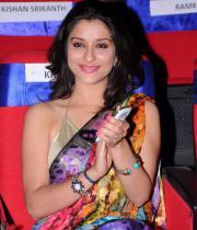 madhurima-saree-stills-at-tsr-film-awards-20