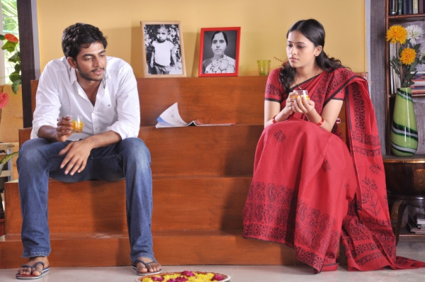 mallela-teeramlo-sirimalle-puvvu-movie-stills-18