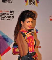celeb-hot-photos-at-micromax-mtv-video-music-awards-india-2013-11