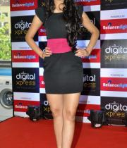 miss-india-navneet-kaur-at-reliance-digital-store-10