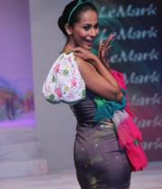 models-at-le-mark-institute-fashion-show-10