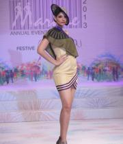 models-at-le-mark-institute-fashion-show-11