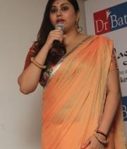 426_14_namitha-at-dr-batra-photography-exhibition-launch-14