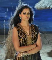 nanditha-stills-from-prema-katha-chitram-01