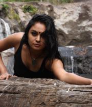 netru-indru-hot-movie-stills-27