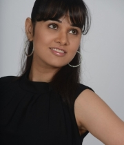 nisha-kothari-photos-from-criminals-movie-5