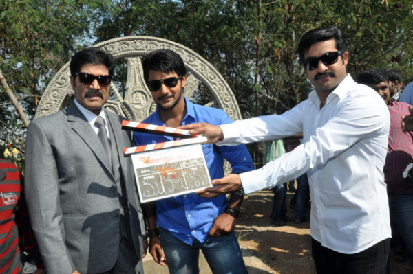 ntr-at-aadi-movie-launch-photos-3