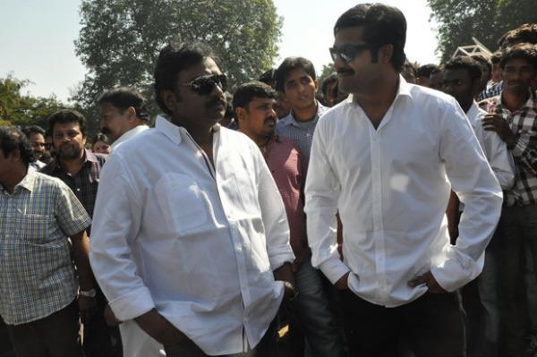 ntr-at-aadi-movie-launch-photos-6