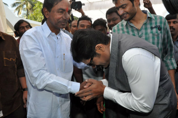 ntr-at-aadi-movie-launch-photos-7